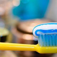 باکتری های روی مسواک می توانند بیشتر از توالت باشند!