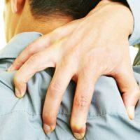 ضرب المثل کس نخارد پشت من جز ناخن انگشت من